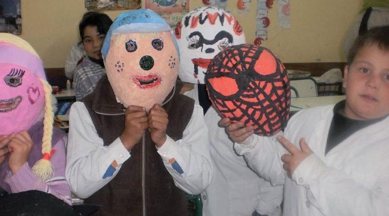 Máscaras y marionetas. Detrás de escena