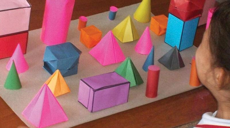 Más desafíos geométricos en Primer Ciclo Jugar a reconocer, describir y construir cuerpos